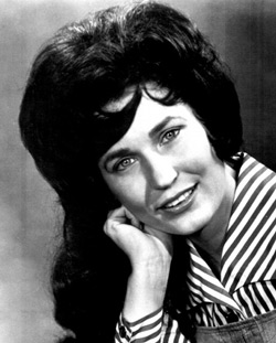 Loretta Lynn Married At 15 Not 13 As Reported In The