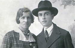 The picture from the cousin in America: Roza and Ignatz Gottesman - Photo Credit: Ynet News