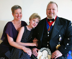 David_Drew_Howe_and_his_wife_Pam_and_Daughter-250pw